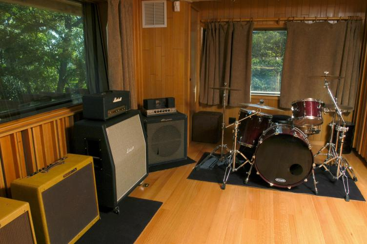 Hollyview Sound : drumroom500 from www.hollyviewsound.com size 752 x 500 jpeg 56kB